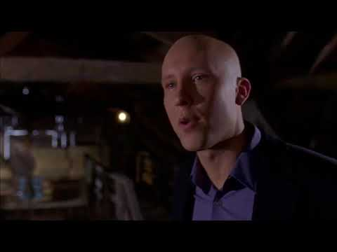Smallville 1x21 - Lex ties Clark's bow tie / Lana and Whitney last dance