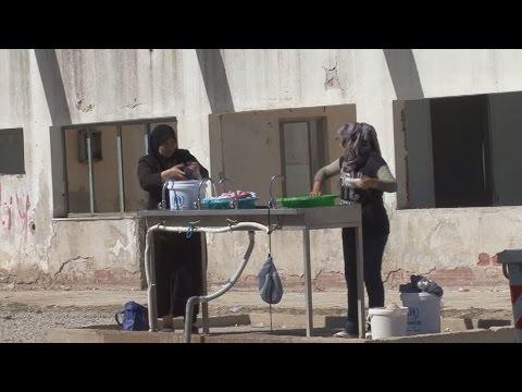 Οι πρόσφυγες αυτο-οργανώνονται στα Λαγκαδίκια