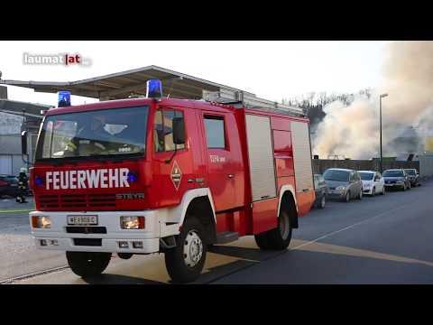 Brand bei Recyclingbetrieb in Wels-Pernau sorgt für Großeinsatz