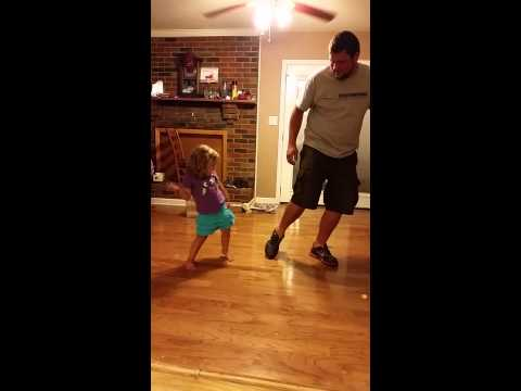 whip and nae nae done by 3 year old and her uncle. (видео)