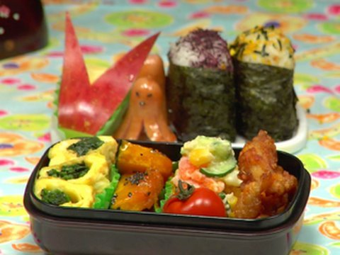 Cooking - Ingredients for Bento (serves 1) - Potato Salad - 40g Potato (1.41 oz) 10g Carrot (0.35 oz) 400cc Water (1.69 u.s. cup) 1/2 tsp Salt 4cm Cucumber (1.57 inch)...