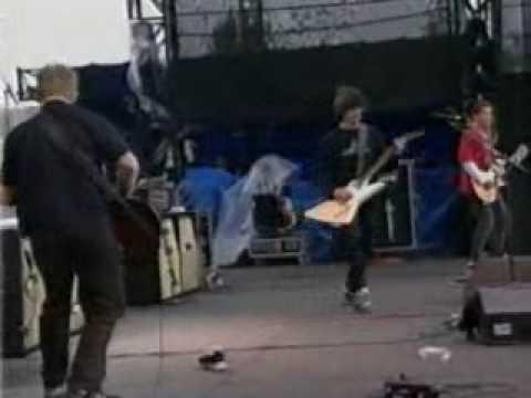 Foo Fighters - Alone + Easy Target @Winnipeg Edgefest '98 (видео)