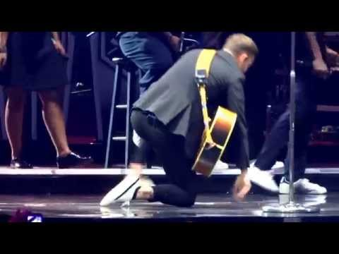 Justin Timberlake And Garth Brooks - Friends In Low Places - Nashville, December 19, 2014