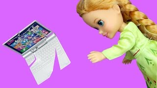 Video Anna BREAKS a Laptop ! Elsa & Anna toddlers visit Nikki's house - Playdate - TV Watching MP3, 3GP, MP4, WEBM, AVI, FLV April 2018
