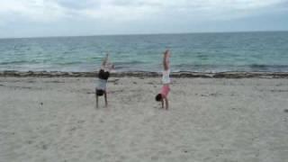 Essai de twist sur la plage cet été ac Momo...