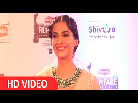 Sonam Kapoor At Filmfare Awards 2016