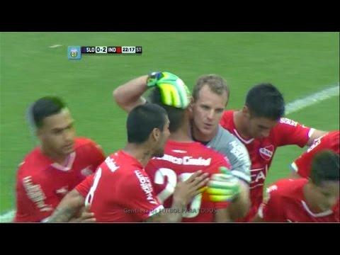 san - El arquero del Rojo cambió por gol el penal sancionado por el árbitro para poner el partido 2-0.