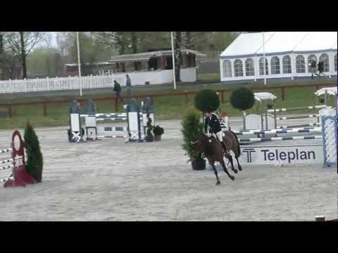 Amalie Steen Hegre, klasse 7 . 27-04-2012 . 130cm (32).MP4