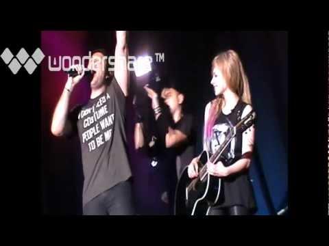 Avril Lavigne – Pumped up kicks (Avril Lavigne Black Star Tour Live In Malaysia 2012)