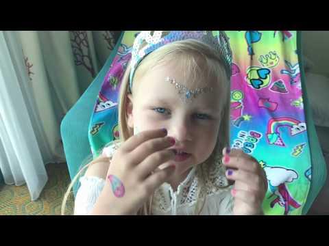 Алиса показывает Новые ИГРУШКИ!!! Котёнок Снежок Грустная История (видео)
