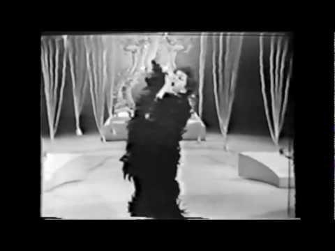 Tekst piosenki Judy Garland - What Now My Love? po polsku