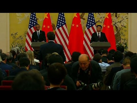 Chinese President Xi Jinping ignores a question from an American reporter