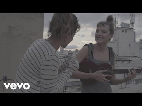 """Mallu Magalhães divulga videoclipe de """"Navegador"""""""