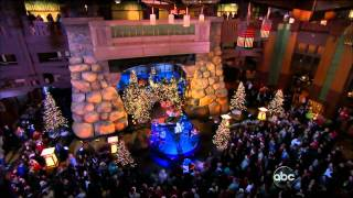 Christina Aguilera - Have Yourself A Merry Little Christmas (At Disney 2011) (Live) lyrics (French translation). | Have yourself a merry little Christmas