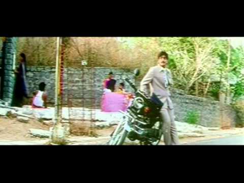 Chirujallu Movie Scenes - Tarun becomes steal shoes at Temple - Richa pallod, Brahmanandam