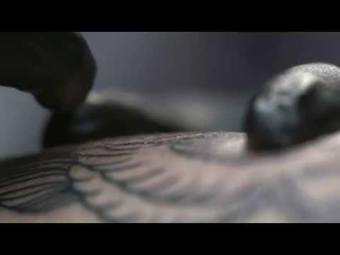 Δημιουργία τατουάζ σε slow motion!