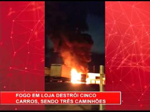 [RONDA GERAL] Fogo em loja destrói cinco veículos, na Imbiribeira