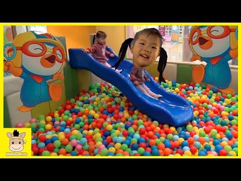 Indoor Playground Fun for Kids and Family Play Slide Rainbow Colors Ball | MariAndKids Toys (видео)