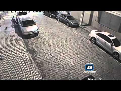 Divulgadas novas imagens de mulher riscando carros em Guaxupé