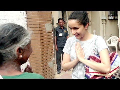 Shraddha Kapoor SWEET GESTURE Towards An Old Lady