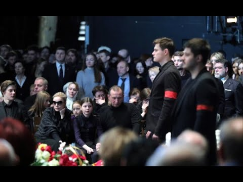 Страшно обиженная на Табакова дочь наплевала на похороны (видео)
