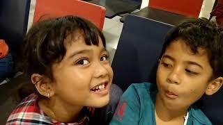 Video Kisah sedih: dua anak kecil menangis   berpisah di Bandara   Hanum dan Lintar menangis MP3, 3GP, MP4, WEBM, AVI, FLV Mei 2019