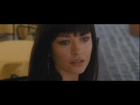 Brad Pitt flirts at the cafe with Catherine Zeta Jones scene - Ocean Twelve