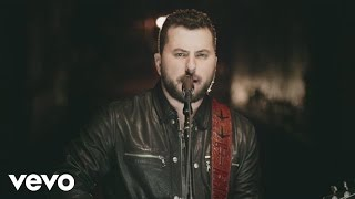 Tyler Farr vídeo clipe A Guy Walks Into A Bar