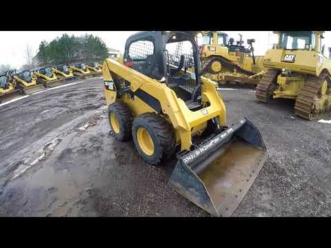 CATERPILLAR CHARGEURS COMPACTS RIGIDES 236D equipment video -hywKsiWcAM