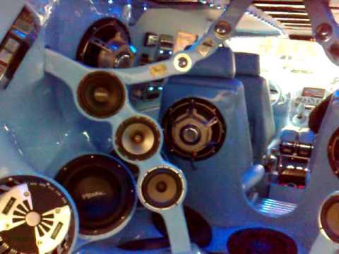 Vito als Musicbox - Mal wieder ein komplett Umgebauter Innenraum von einem Vito. Lautsprecher wohin das Auge guckt und an Monitoren mangelt es auch nicht. Da...