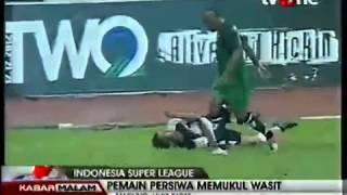 Video Insiden Pemukulan Wasit Warnai Kemenangan PBR Kontra Persiwa MP3, 3GP, MP4, WEBM, AVI, FLV November 2018