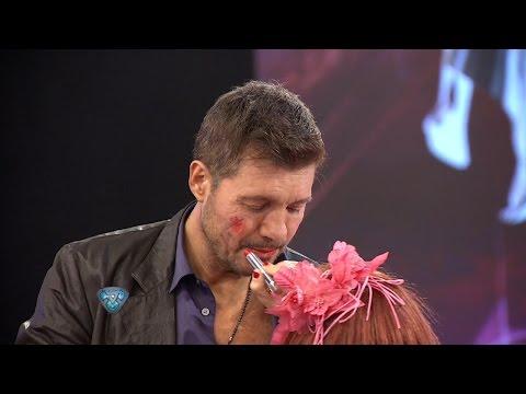 Una maquilladora hot y boca sucia le pintó labios y pómulos a Marcelo