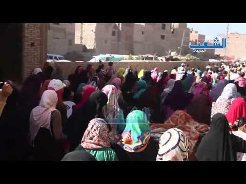"""مسيرة """"رابطة تحالف ناهيا"""" تهتف بالشال والعلم الفلسطينى"""