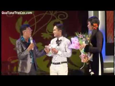 Hoài Linh hát trong live show Hoàng Đăng Khoa