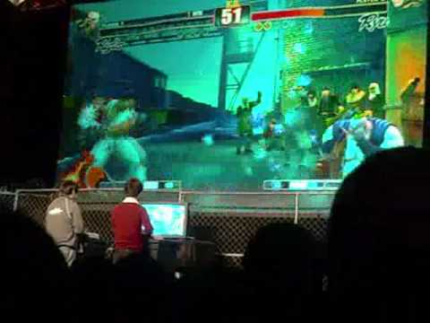 sirstubby - Daigo vs Justin at the Gamestop Tournament in SF Fort Mason.