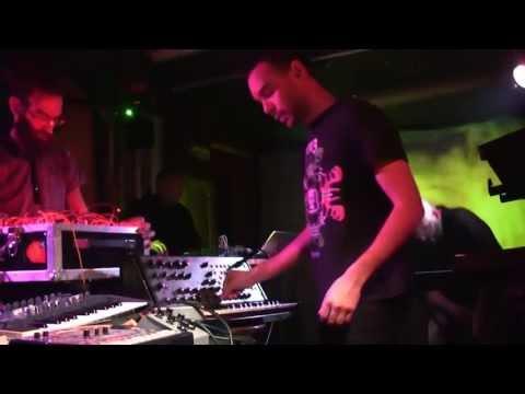 Live Music Show : Solar Skeletons