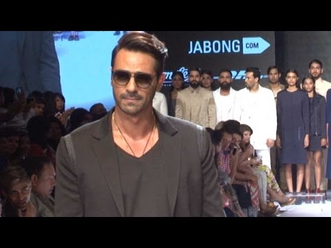 Arjun Rampal's Cool Ramp Walk At Lakme Fashion W