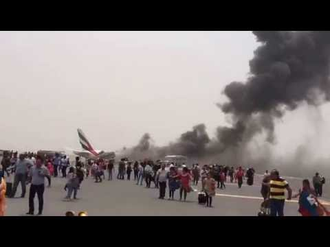 Crash landing video of EK521 - Emirates flight from Thiruvananthapuram to Dubai - August 3, 2016