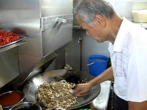 koay teow - Mr Ng Chang Siang makes his famous Char Kway Teow.