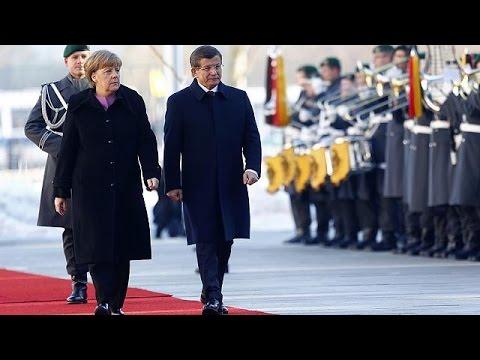 Γερμανία: Συνάντηση Μέρκελ – Νταβούτογλου για την προσφυγική κρίση