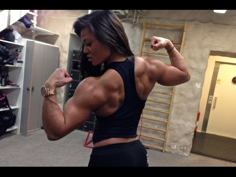 Muscle girl Sophie Arvebrink: Heavy back workout