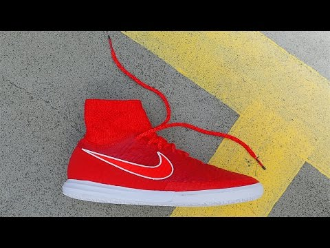 The Best Indoor Football & Street Soccer Shoes? • Test: Nike MagistaX Proximo (Chilling Red/White)