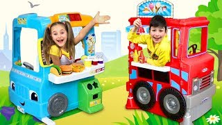 Download Video Sasha play with Food Trucks toys and Teach Dad how to cook MP3 3GP MP4