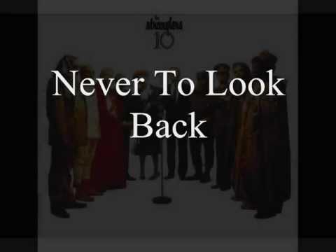 Tekst piosenki The Stranglers - Never To Look Back po polsku