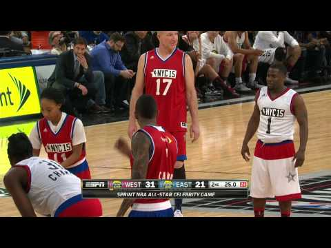 Kevin Hart Duels with Mo'ne Davis During the Sprint All-Star Celebrity Game