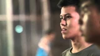เด็กไทยเหวอ!! ไมเคิล โอเวน โผล่เตะบอลพลาสติกใต้สะพานสาทร By EA Sports FIFA Online 3 Thailand, fifa online 3, fo3, video fifa online 3