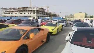 Mobil Super anak orang kaya pada lagi kumpul