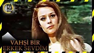 Filmin Konusu:Film, iki kardeş arasında yaşanan çatışmayı konu edinir. Kemal, kaçakçılık yapan babasına yardım eder. Bir gün polis baskın düzenler ve yakalanırlar. Çatışma esnasında Kemal'in babası öldürülür. Kemal ise on beş yıl hapse mahkûm edilir. Bu yüzden Kemal'in kardeşi Murat ve annesi İstanbul'a gitmek zorunda kalır. Yaşadıkları olaylardan etkilenen Murat polis olur. Bir süre sonrada komiserliğe terfi eder ve kaçakçılık şubesinin başına geçer. Yıllar sonra hapisten çıkan Kemal, İstanbul'a ailesinin yanına yerleşir. Ancak yaptığı işten vazgeçmez. Bu yüzden iki kardeş karşı karşıya gelecektir.Abone Olmak İçin Tıklayın : https://goo.gl/EJrJncYapımı : 1968 - TürkiyeTür : Dram ,  RomantikYönetmen : Niyazi MustafaOyuncular : Hülya Koçyiğit ,  Reha Yurdakul ,  Murat Soydan ,  Ferit ŞevkiDaha Fazlası İçin Tıklayın : https://goo.gl/pntyD7Dram Filmlerimiz İçin Tıklayın : https://goo.gl/IteofDSinema Filmlerimiz İçin Tıklayın: https://goo.gl/2DjmROKomedi Filmlerimiz İçin Tıklayın : https://goo.gl/5FfSYaKemal Sunal Filmleri İçin Tıklayın : https://goo.gl/0bq8WITürk Dram Klasikleri İçin Tıklayın : https://goo.gl/igQEg0