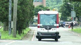 Autonome Fahrzeuge sollen die Zukunft der Mobilität sein. Taiwan testet derzeit auf einem Unicampus einen selbstfahrenden Bus, der Studenten chauffiert und auf Personen und Hindernisse reagieren kann.