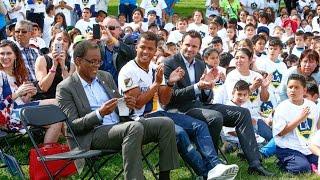 #LAGalaxy y Giovani dos Santos presentan una mini cancha en Santa Ana, CA